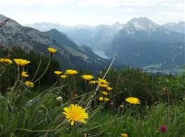 Slavnost a pohoda v NP Berchtesgaden a Orlí hnízdo 2021  Německo - Kehlstein - vpravo masiv Watzmann, druhý nejvyšší v Německu