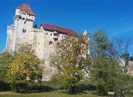 Krásy Dolnorakouska za vínem v době Adventu 2020 Harz Rakousko - hrad Liechtenstein, postaven kol 1130, několikrát rozšířen v 13.-15.století (foto A.Frčková)