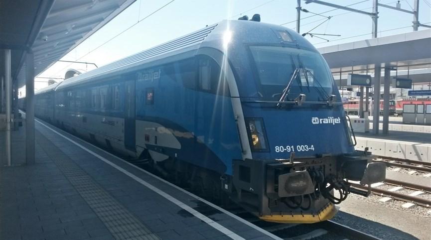 Kouzlo Štýrska rychlovlakem Railjet  a Graz 2021  Rakousko - po celém Rakousku vás doveze tenhle atraktivní fešák - Railjet (foto L.Zedníček)