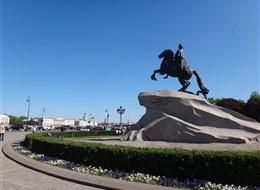 Petrohrad, poklad na Něvě, Ermitáž, Zlatá komnata 2020 Petrohrad Rusko - Petrohrad - památník Petra I, 1782, E.Falconet, na kameni z Karélie ve tvaru mořské vlny, 1.600 tun