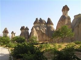 Krásy turecké Kappadokie s pěší turistikou 2021  Turecko - Kapadocie - Devrent Valley, skalní města tvořená tufy, tufity a ignimbrity