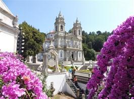 Porto, víno, památky a řeka Douro 2020  Portugalsko - Braga, Bom Jesus do Monte, poutní kostel Bom Jesus, kol 1725, architekt M.P.Vilalobos