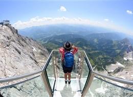 Nejkrásnější vrcholy Solné komory a Dachstein 2021 Alpy Rakousko - Dachstein, i takouvouhle vyhlídku tu můžete zažít (foto Rak. turistická centrála - G.Wolf)