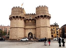 Valencie, perla Costa Azahar, přírodní parky a svátek Fallas 2020  Španělsko - Valencie - brána Serranos, 1392-8 ve valencijském gotickém slohu, P.Balague