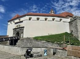 Semmering - dráha UNESCO, vlak Salamander, termály a čokoládový ráj 2020 Tyrolsko Rakousko - Riegersburg - vstupní barbakán, celkem 3 km hradeb (foto A.Frčková)