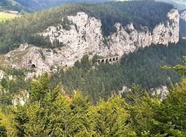 Semmering - dráha UNESCO, vlak Salamander, termály a čokoládový ráj 2021  Rakousko - na trati Semeringbahn je 15 tunelů, 16 viaduktů a přes 100 mostů (foto A.Frčková)