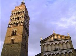 Karneval ve Viareggiu, Lucca a Pistoia 2020 Toskánsko Itálie - Pistoia, katedrála San Zeno, kampanila z 12.sol, původně strážní věž