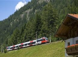 Tyrolsko mnoha nej vlakem a nostalgické vláčky, tramvaje a lanovky 2020  Rakousko - souprava Railjet se šplhá na Brennenpass