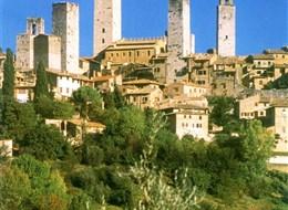Florencie, Garfagnana s koupáním a Carrara 2020 Toskánsko Itálie - Toskánsko - San Gimignano, rodové věže tvoří typickou siluetu města