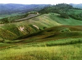 Krásy Toskánska a mystická Umbrie 2020  Itálie - Toskánsko - mírně zvlněná krajina oblasti Crete Senesi má svůj půvab