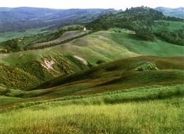 Krásy Toskánska a mystická Umbrie 2020 Umbrie Itálie - Toskánsko - mírně zvlněná krajina oblasti Crete Senesi má svůj půvab