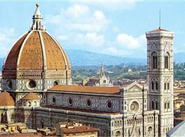 Florencie, Siena, Lucca -  poklady Toskánska letecky 2020  Itálie - Florencie - dóm, jeden  ze skvostů středověké architektury, 1296-1468, několik architektů včetně Giotta