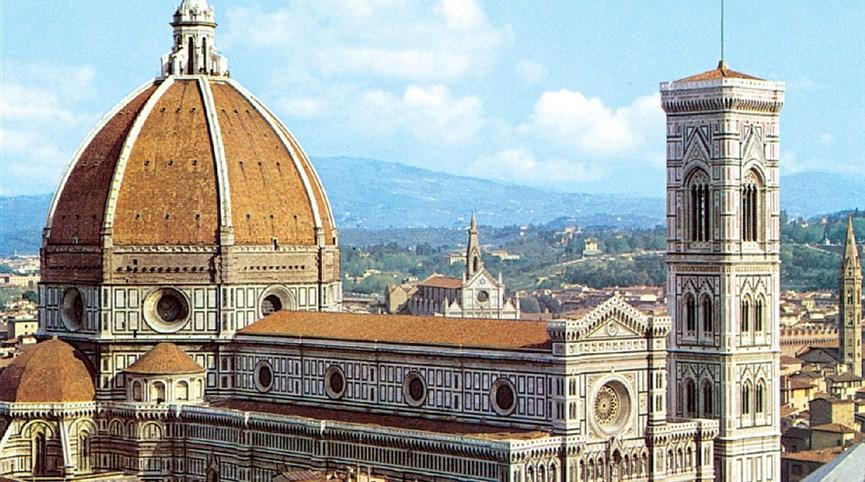 Florencie, Siena, Lucca -  poklady Toskánska letecky 2021  Itálie - Florencie - dóm, jeden  ze skvostů středověké architektury, 1296-1468, několik architektů včetně Giotta