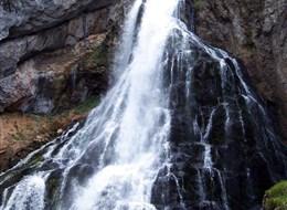 Alpské vodopády, soutěsky a Orlí hnízdo 2021 Alpy Rakousko - Alpy - vodopád Golling, vysoký 75 metrů