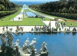 Paříž a zámek Versailles 2020 Paříž a Île-de-France Francie - Versailles- zahrady královského zámku, 1631-1688, údržba zámku stála asi 25% státního rozpočtu