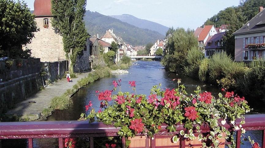 Alsasko,Schwarzwald, Vogézy, zážitky na vinné stezce 2022  Francie -  Alsasko - městečko Thann