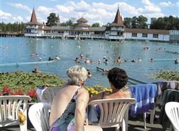Maďarsko - Hévíz -  termální lázně v 36 m hlubokém termálním jezeru, které využívali už Římané