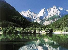 Krásy Jadranu a Istrie s pobytem v Mořské Laguně 2020  Slovinsko - Julské Alpy - Bohyňské jezero časně zjara