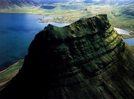 Island, ostrov ohně a ledu 2021  Island, Kirkjufell
