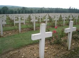 Francie - Alsasko Lotrinsko - Verdun, jen řady křížů jsou vzpomínkou na mrtvé