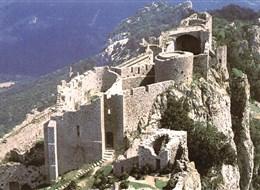 Francie, Languedoc, zřícenina hradu Peyrepertuse