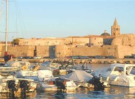 Sardinie, rajský ostrov nurágů v tyrkysovém moři chata 2020  Itálie - Sardinie - Alghero, město má dodnes katalánskou menšinu kdy patřilo Aragonskému království