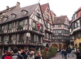 Francie - Alsasko -  Colmar, hrázděné domy vládnou v celém historickém centru