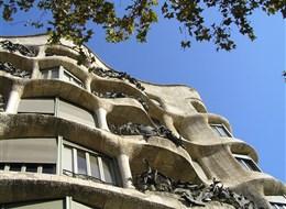 Barcelona, po stopách Gaudího 2020  Španělsko - Barcelona - Casa Mila, A.Gaudí, 1906-10 v zvláštní okouzlující secesi A.Gaudího