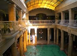 Budapešť, Györ, krásy Dunajského ohybu, památky a termální lázně 2020  Maďarsko - Budapešť - lázně Gellért, interier, léčí se zde kloubní, nervové a gynekologické obtíže
