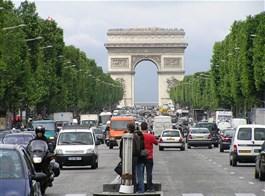 Paříž, perla na Seině letecky 2021  Francie, Paříž, Vítězný oblouk