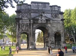Přírodní parky a památky Provence s koupáním 2020  Francie - Provence - Orange, římský Vítězný oblouk z 20 n.l.