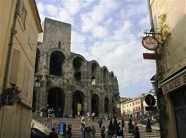 Velikonoční pohlednice z Provence a Marseille 2021  Francie - Provence - Arles, aréna z 1.stol př.n.l., původně 3patrová.