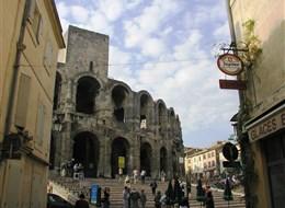 Velikonoční pohlednice z Provence a Marseille 2020  Francie - Provence - Arles, aréna z 1.stol př.n.l., původně 3patrová.