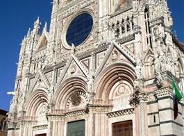 Gurmánské Toskánsko a oblast Chianti 2021  Itálie - Umbrie - Siena, průčelí katedrály, katedrála postavená v letech 1215-1285, průčelí 1380