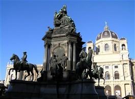 Vídeňská filharmonie a Schönbrunn 2020  Rakousko, Vídeň, nám Marie Terezie