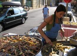 Francie - Périgord - Sarlat la Caneda, sobotní trh a něco na zub