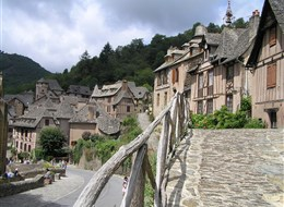 Francie - Conques, zastávka na Svatojakubské cestě do Santiaga de Compostella